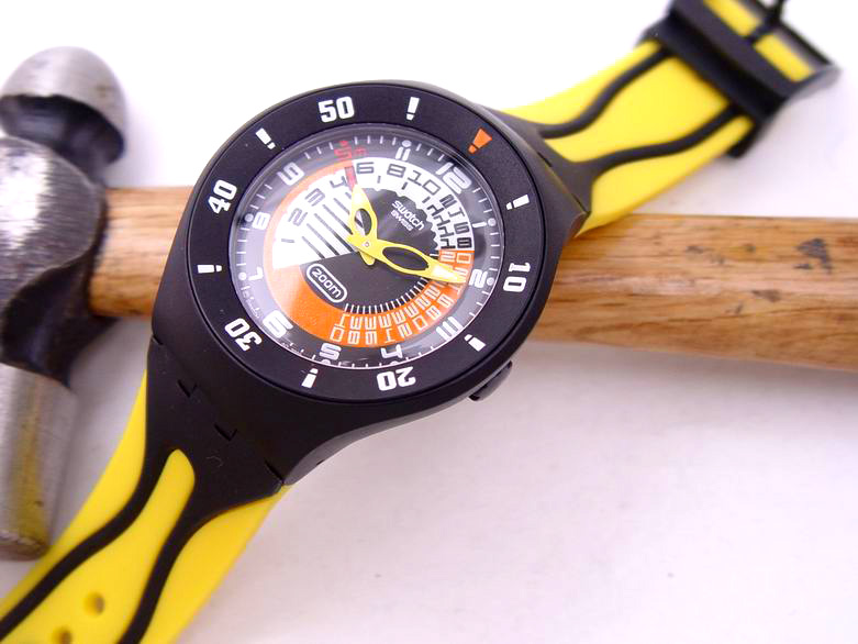Swatch jumbo size 200m diver 39 s watch yellow black - Swatch dive watch ...