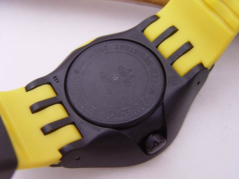 Swatch jumbo size 200m diver 39 s watch yellow black 25 - Swatch dive watch ...
